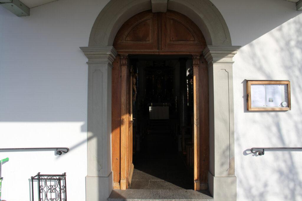 Kapelle Kehrsiten, Eingang | ©Roland Blättler